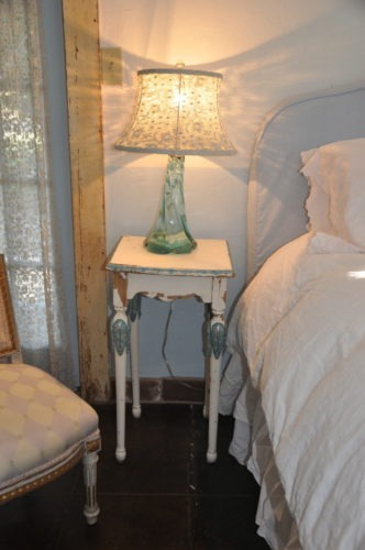 The cutest little shabby chic table. Wish this had fit in my suitcase!