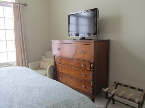 A television and luggage rack are nice additions for a guest space if available.